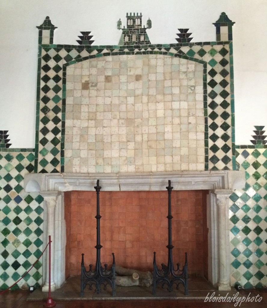 photo_246_tiled_fireplace