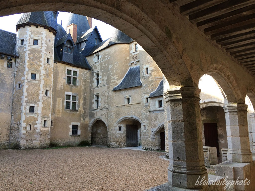 photo_282_under_arches_fougeres