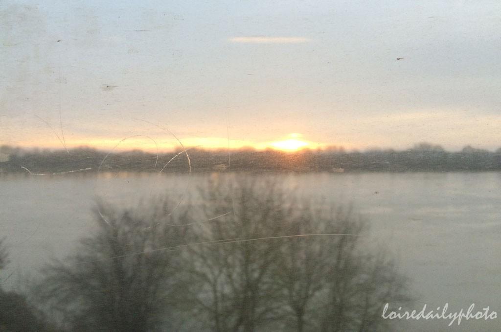 Sunrise in the train lever de soleil dans le train l o i r e d a i l y p h o t o - Heure coucher soleil nantes ...