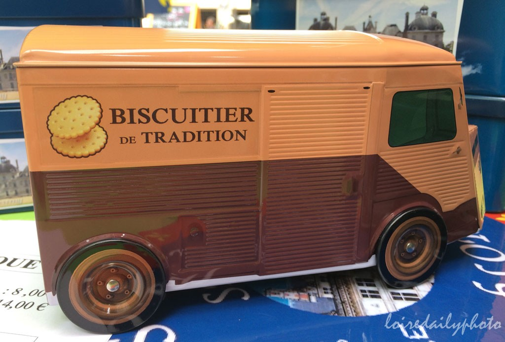 photo_108_biscuit_truck_closeup