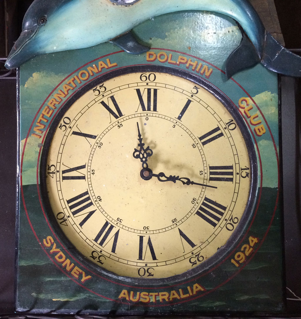 photo_178_dolphin_club_clock