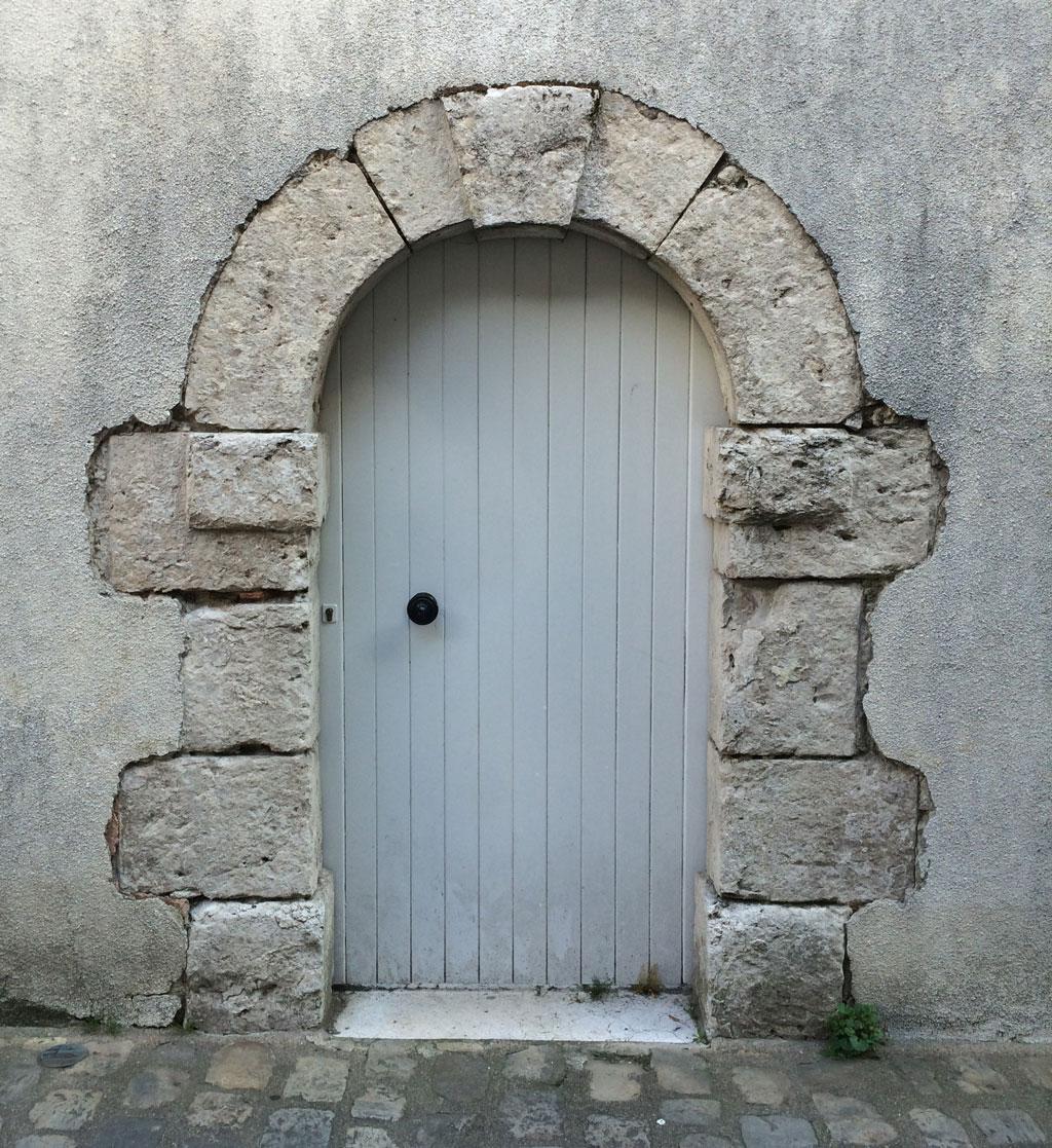 Doors l o i r e d a i l y p h o t o for Door of stone